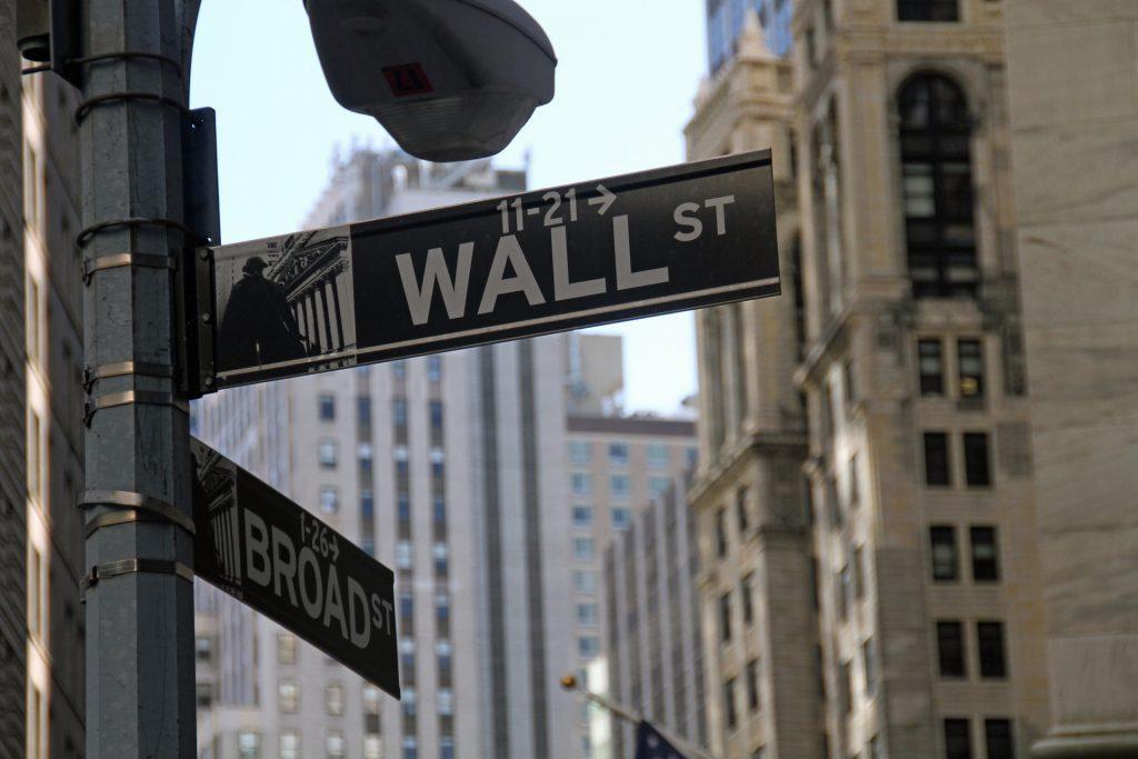 Das Studium bietet praxisnahe Studieninhalte wie Wall-Street- und Firmenbesuche